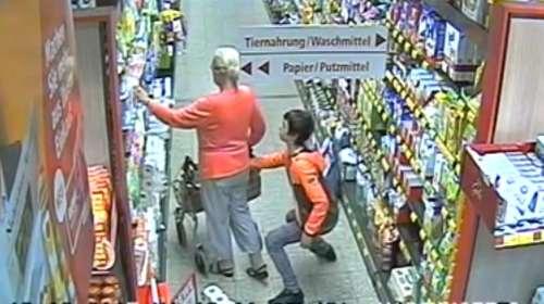 Camaras de seguridad graban como este chico roba a una anciana