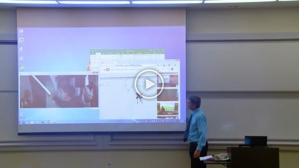 Profesor sorprende a los alumnos en el April Fools Day