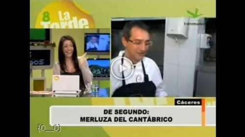 Reportera saca de quicio en directo a un cocinero por su forma de rebozar