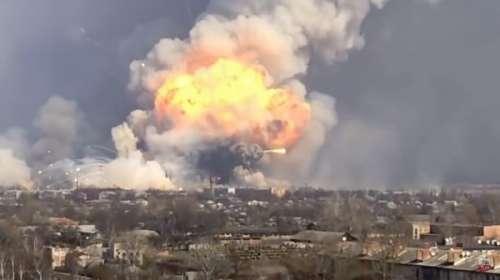 Vídeo de la explosión en el almacén de armas más grande de Ucrania