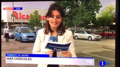 mar chercoles Reportera huye de la camara durante una conexion en directo tras quedarse en blanco